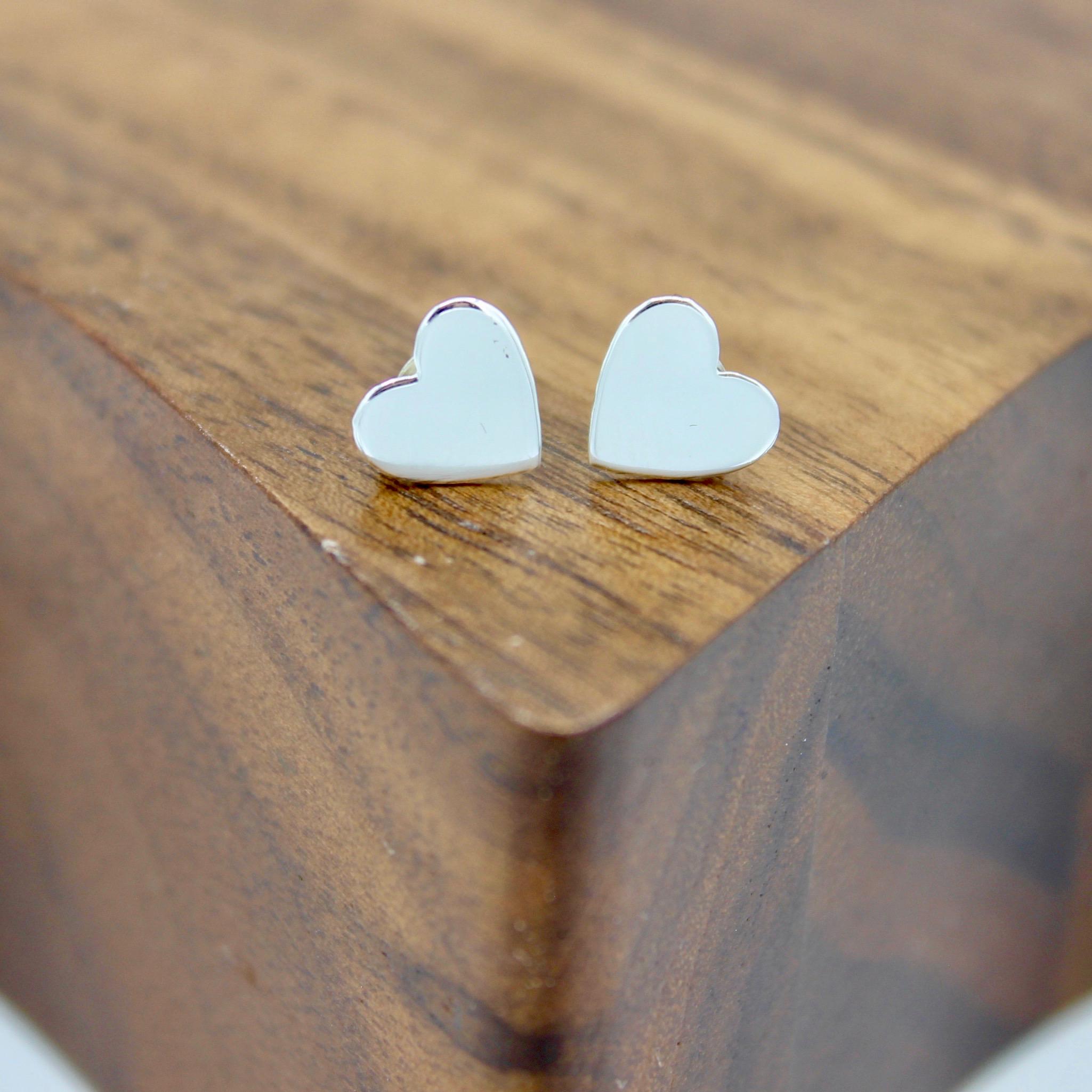 Solid heart stud earrings