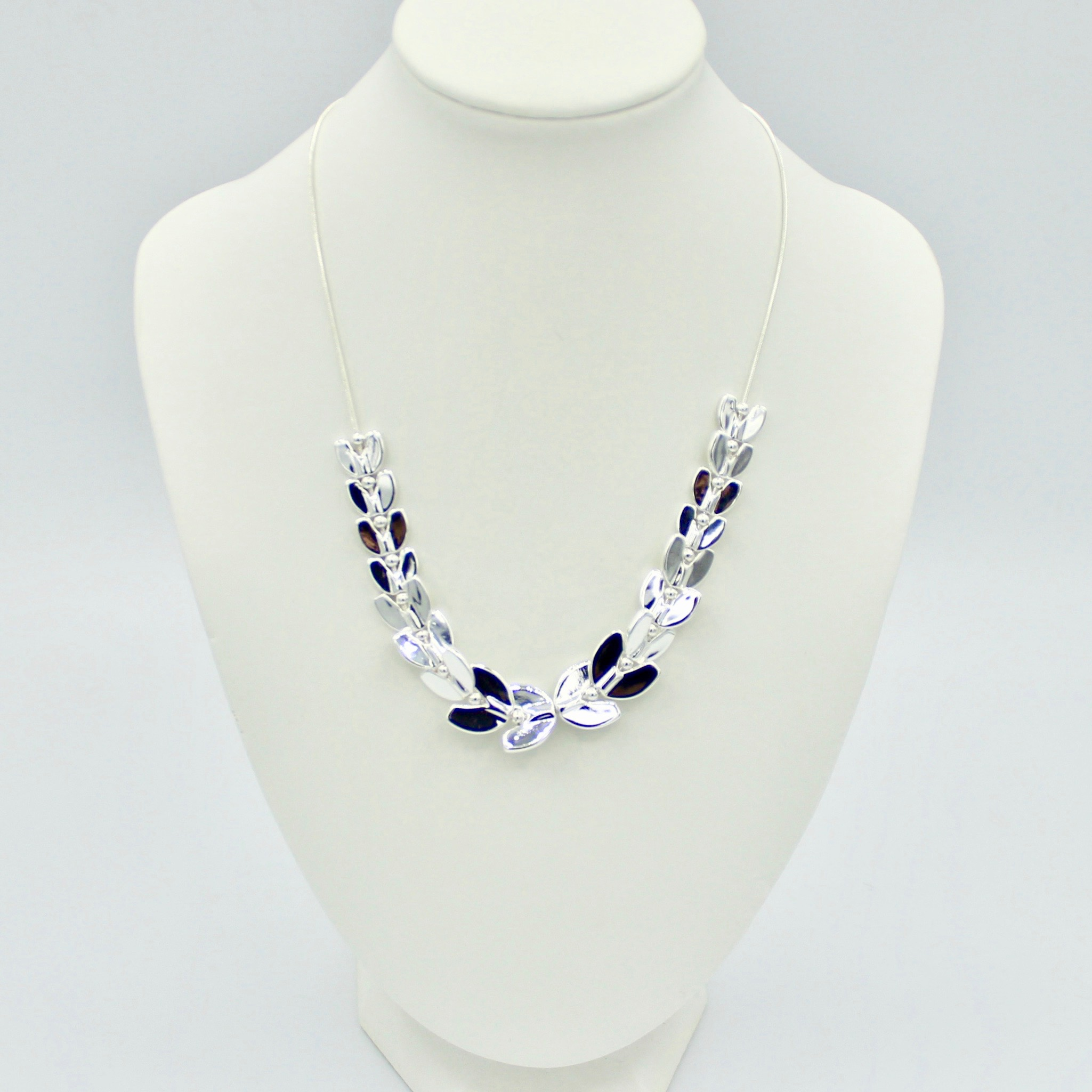 Leaf style affect necklace