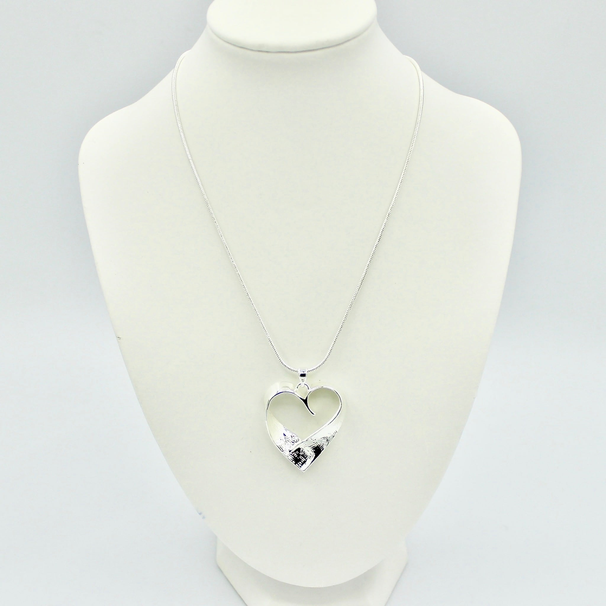 Stylish Solid Heart Necklace